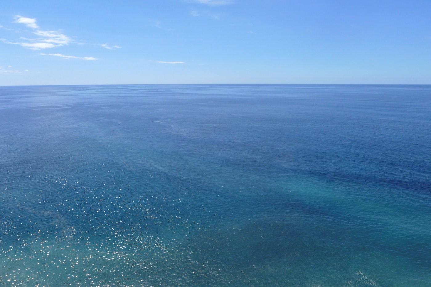 Blue, blue sea!