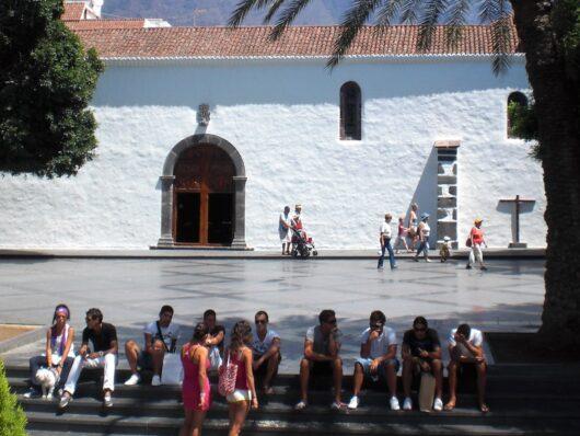 Jongeren op de Plaza de España.