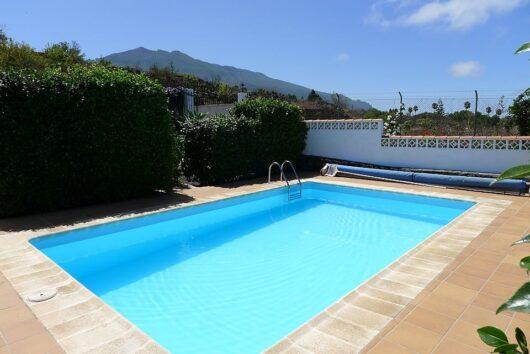 Zwembad vakantiehuis Gamez.